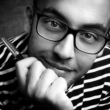 "Rafael Magalhães   Escritor dono da ""Precisava Escrever"""