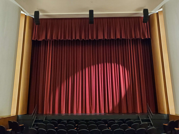 Performance hall main curtain
