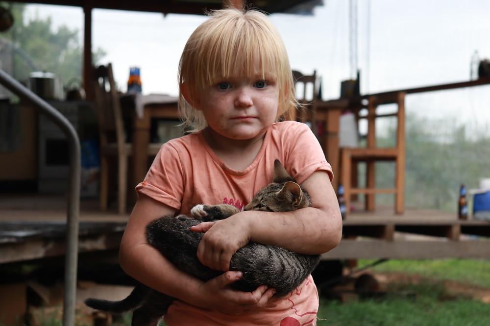Cute Billie girl and her pet kitten, Nymboida Bushfire Australia (Grace and Hugh Piano Songwriter Blog)