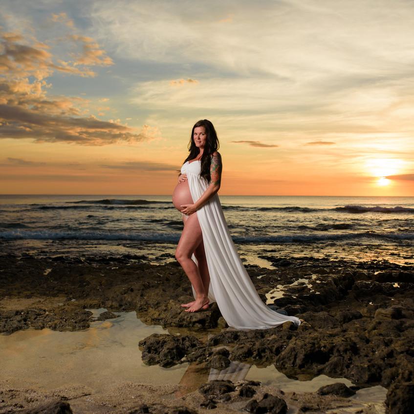 Pregnancy photo ideas at the beach in Costa Rica