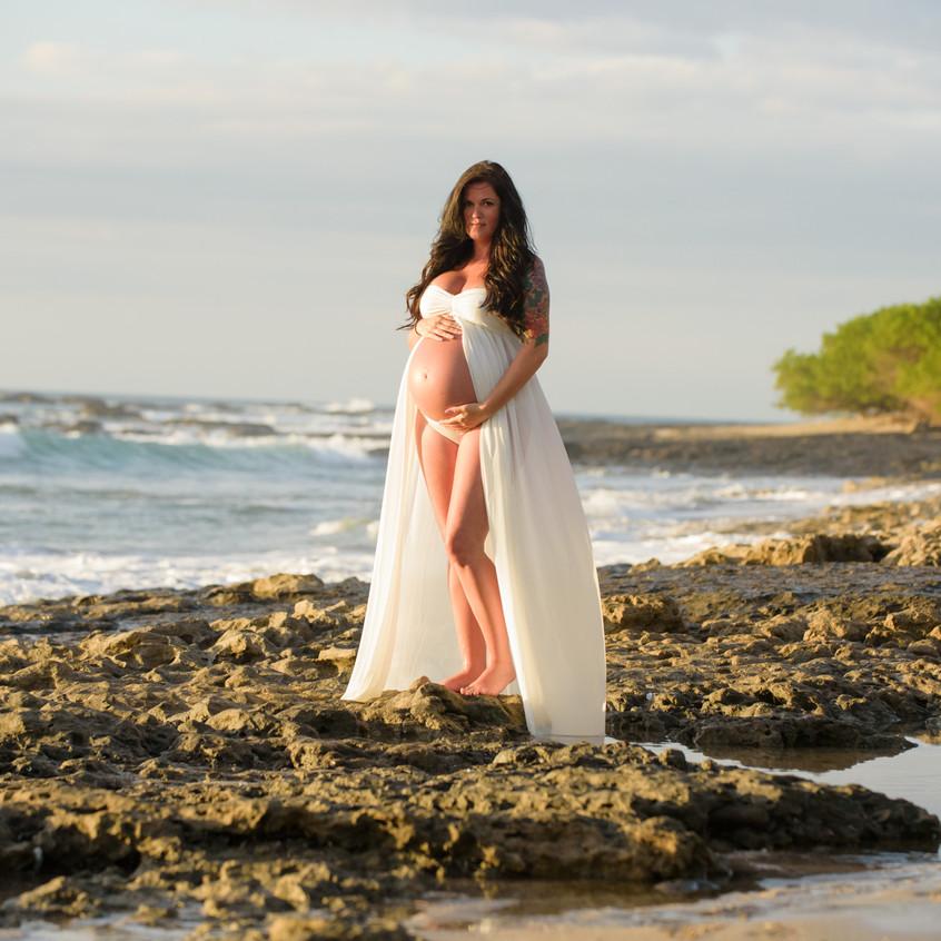 Best professional pregnancy photographer in Tamarindo, Costa Rica