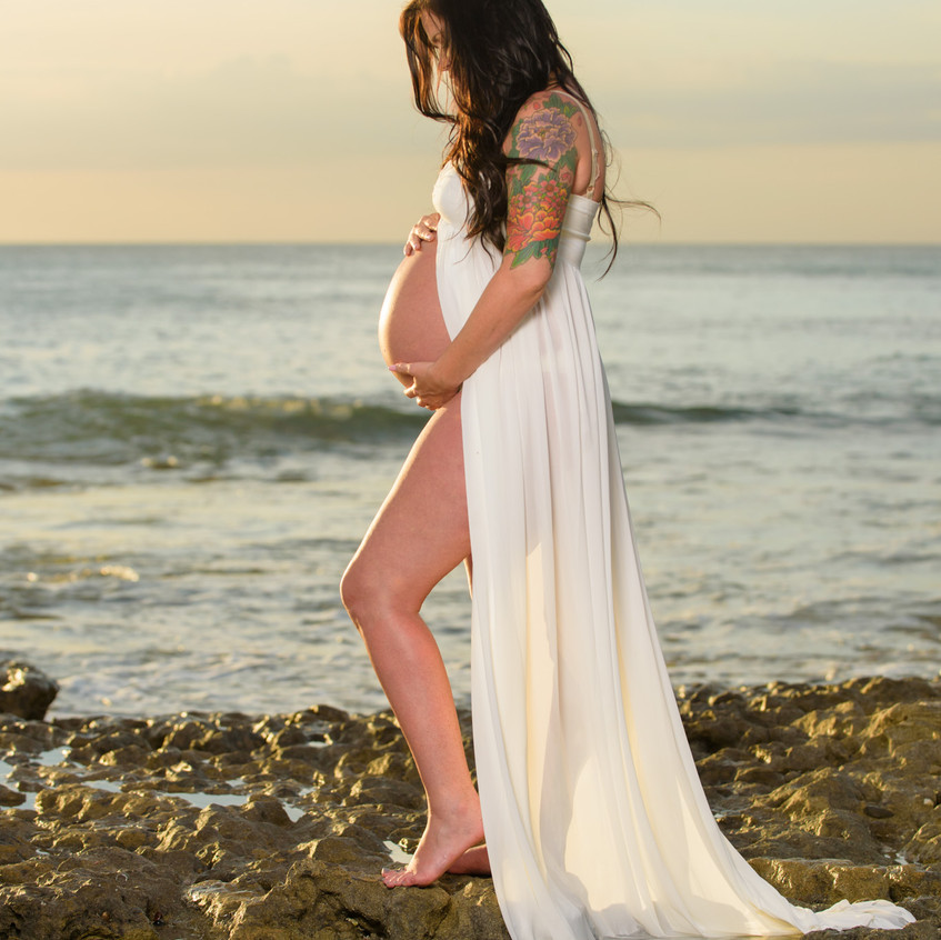 Unique beach pregnancy photo ideas