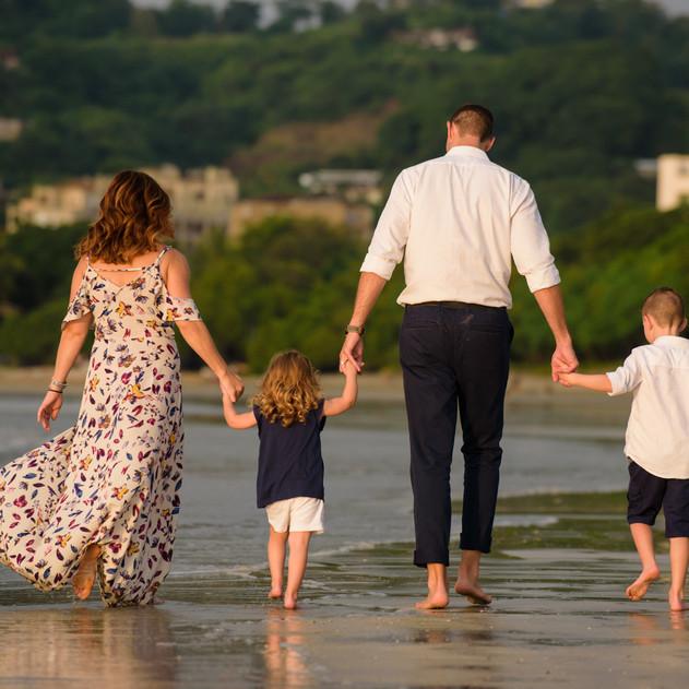Adorable Family Photo Shoot at Capitán Suizo