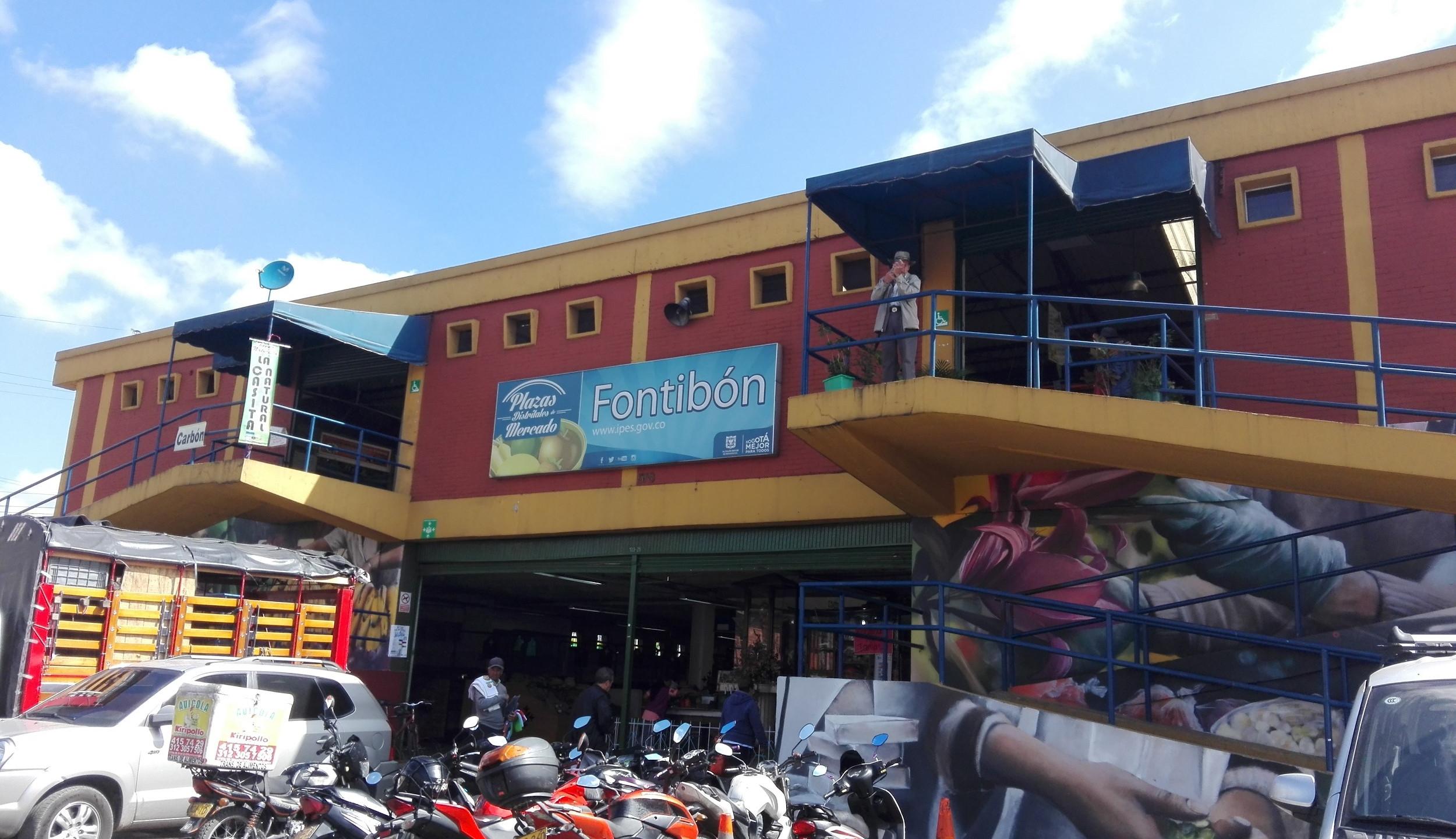 Entrada Plaza de Mercado Fontibón