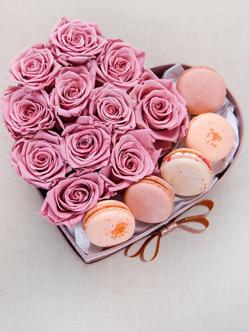 Vintage pink Forever roses with pink ombré macarons