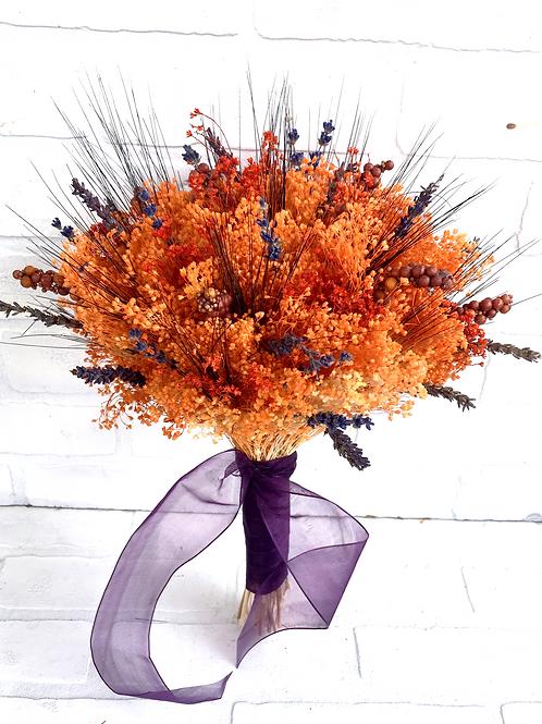 Autumn dried babies breath and lavender bridesmaid