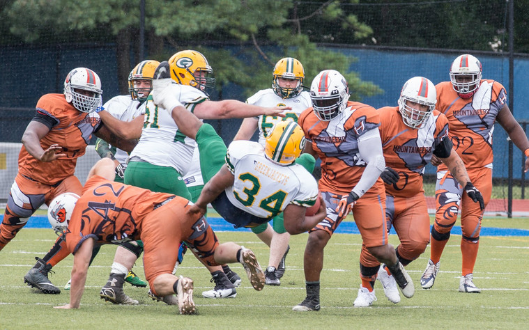 Dustin Mckenzie with the Tackle