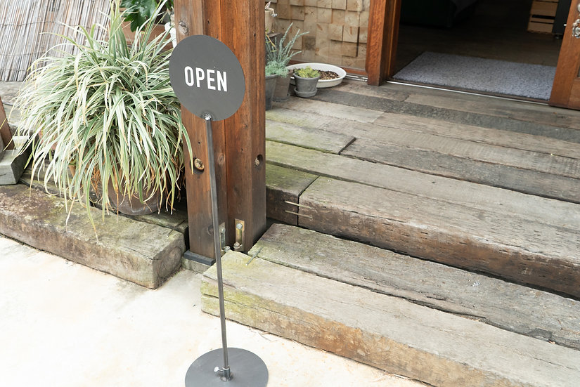STAND SIGN-OPEN CLOSED-