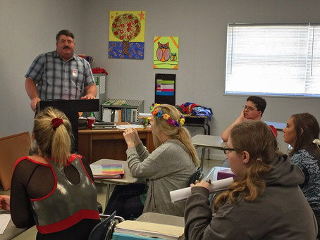 Commercial Pilot and SIA Alumnus Speaks to Career Ed Class