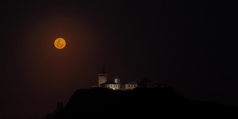 Full Moon Nobbys Lighthouse