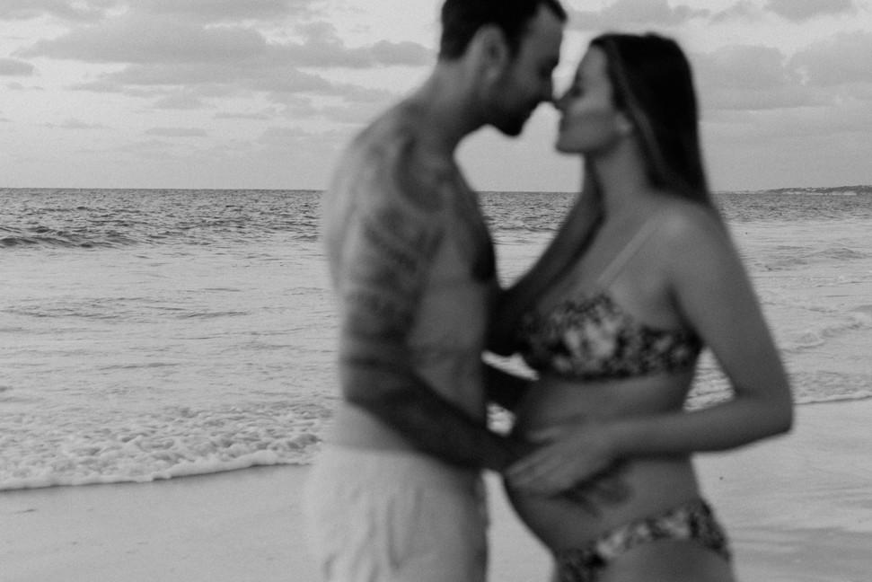 Romantic maternity Session Perth beach