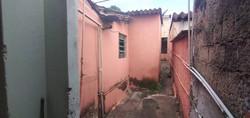 Casa a venda dois qtos 3 barracos duas salas no Setor Campinas lado da Leste Oeste finalidade renda