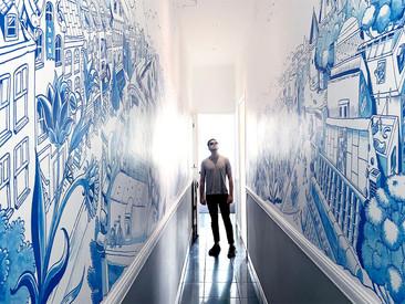 Kunstenaar tekende muurschildering van 27m2 in Amsterdams grachtenpand (video)