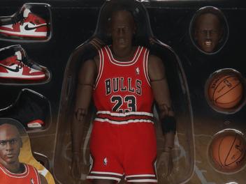 Medicom Toy dropt Michael Jordan action figure