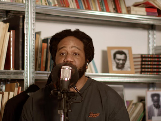 Glen Faria doet cover van Surinaamse zanger Max Nijman bij The Black Archives (video)