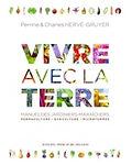 image de la couverture du livre Vivre avec la terre écrit par Perrine et Charles Hervé Gruyer maraîchers de la ferme du Bec Hellouin en Normandie
