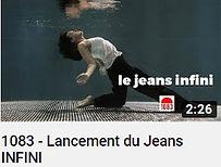 Photo d'une femme sous l'eau habillé en noir et blanc avec le texte le jeans infini faisant le lien vers une vidéo Youtube de la marque 1083