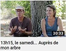 Photo de Anne-Catherine et Nicolas Petit agriculteur volailler dans le Gers davant un tronc d'arbre faisant le lien vers une vidéo Youtube de trente minutes venant du journal de France 2, 13h15 le samedi auprès de mon arbre