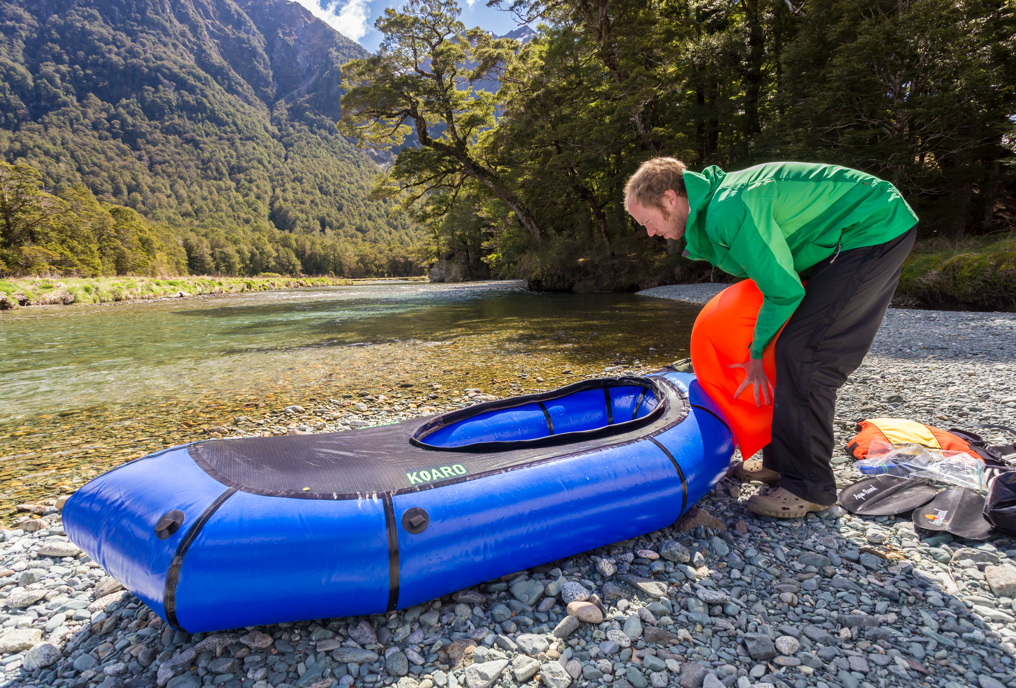 Squeeze the air into the raft.