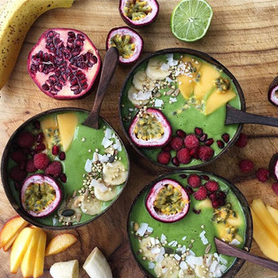Green mango and banana smoothie bowls