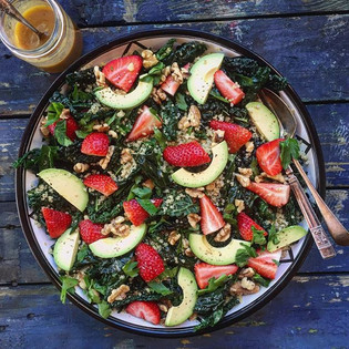 Quinoa and kale salad with avocado & strawberries