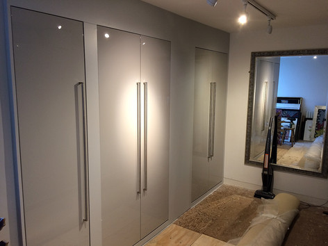 Two toned cupboards of Eggshell and Gloss finishes