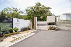 acceso santa ana village