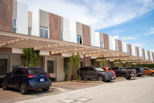 fachada Santa Ana Village