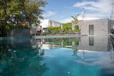 piscina santa ana village