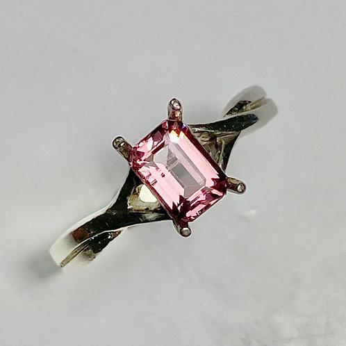 0.7cts Natural Pink Apatite 925 Silver / Gold/ Plati
