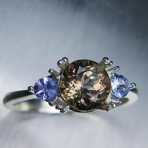 1.4cts Natural colour change Axinite 925 Silver / Gold/ Platinum ring