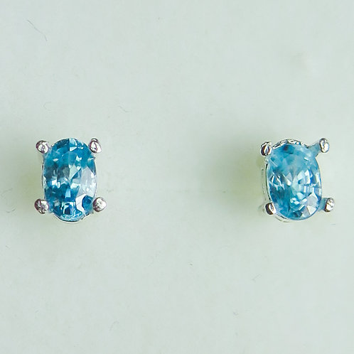 1.45cts Natural Paraibablue Zircon Silver /Gold stud earrings