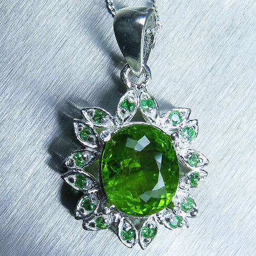 4.55ct Natural Peridot Silver / Gold / Platinum pendant on chain