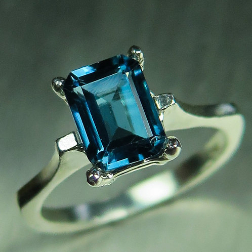 Natural London Blue Topaz 925 Silver / Gold/ Platinum solitaire ring