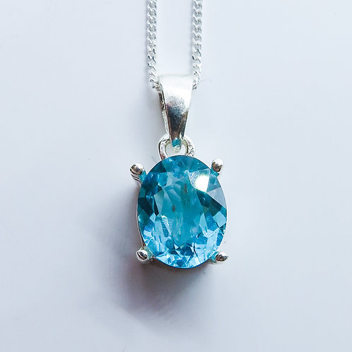 1.9ct Natural Apatite Silver / Gold / Platinum pendant on chain