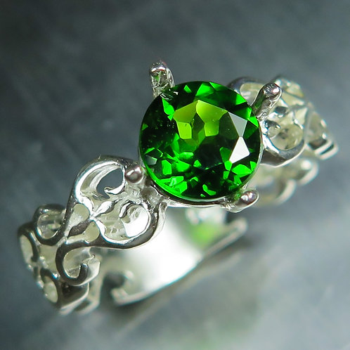 2.1cts Natural vivid green Chrome Diopside 925 Silver / Gold/ Platinum