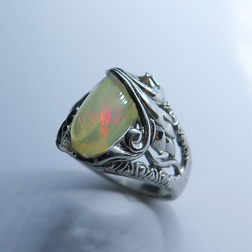 2.25cts Natural multi-colour Welo Opal Silver / Gold / Platinum ring