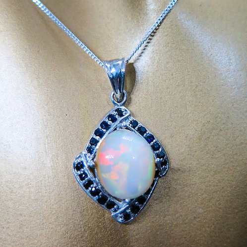 2.4ct Natural Rainbow Welo Opal Silver / Gold / Platinum penda