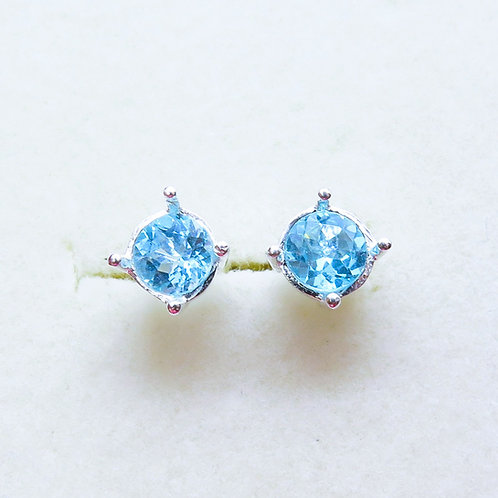 1.1ct Natural Blue Apatite Silver /Gold bezel stud earrings