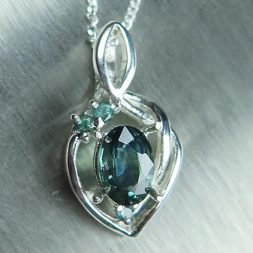 0.65cts Natural blue Sapphire 925 Silver / Gold / Platinum pendant