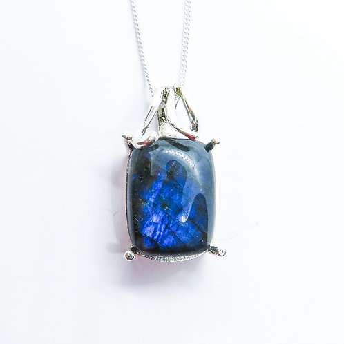 9.4ct Natural Labradorite Silver / Gold / Platinum pendant on