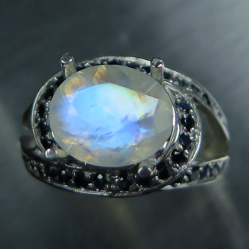 3.1ct Natural Rainbow Moonstone 925 Silver / Gold/ Platinum unisex knot ring