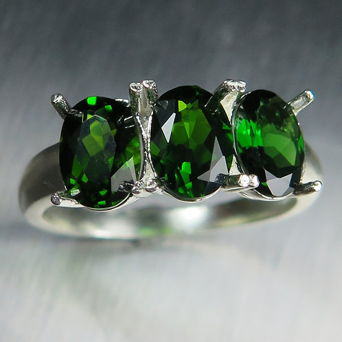 2.5cts Natural green Chrome Diopside 925 Silver / Gold/ Platinum ring