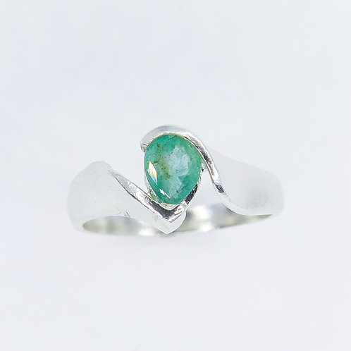 0.35cts Natural Green Emerald 925 Silver / Gold/ Platinum ring