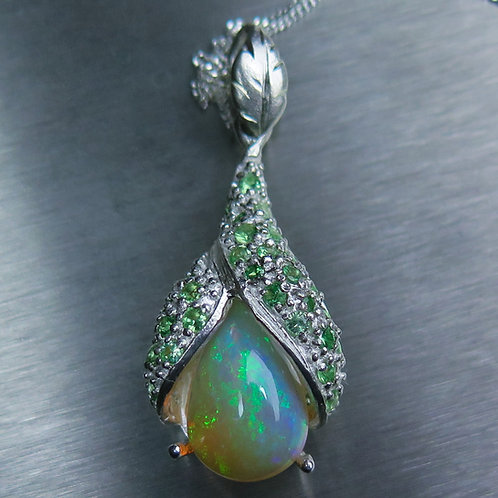 3ct Natural Welo Opal rainbow Silver / Gold / Platinum pendant on chain