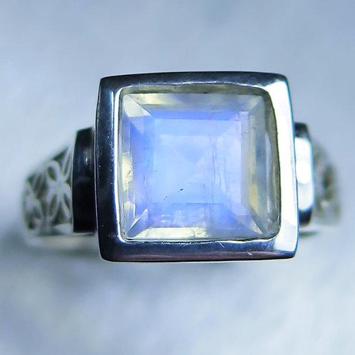 2.05ct Natural Rainbow Moonstone 925 Silver / Gold/ Platinum ring