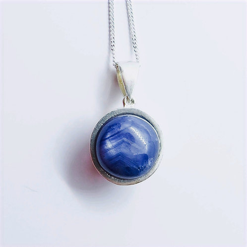 7.4cts Natural untreated Blue sapphire Silver / Gold / Platinum pendant on chain