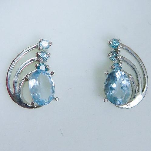 1.45cts Natural Light blue Aquamarine Silver /Gold / Platinum stud ear