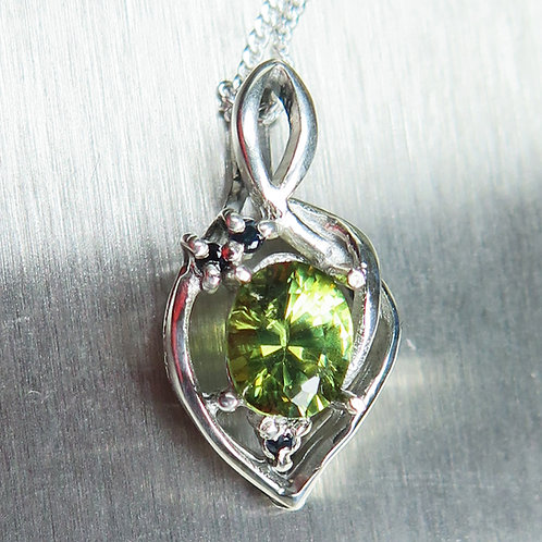 0.8cts Natural demantoid garnet 925 Silver / Gold / Platinum pendant
