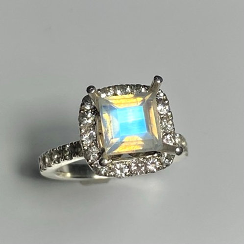 2ct Natural Rainbow Moonstone 925 Silver / Gold/ Platinum ring